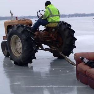 Зимска забава- Со кауч и трактор по замрзнато езеро