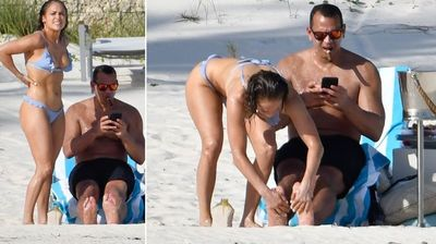 Џел Ло со нежни фотографии од плажа ја демантира кризата во врската со Родригез