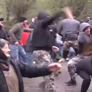 Масовна тепачка во Грузија – во првите редови лути баби