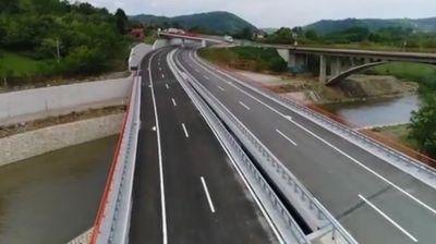 Премиерот Заев на отворањето на новиот автопат од коридорот 10 кон Македонија