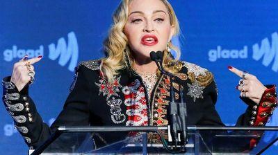 Мадона за две песни на Евросонг добива два милиона долари , 135 лица задолжени за нејзиниот настап