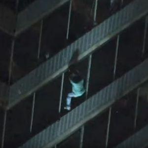 Видео: Се спушти од 15ти спрат бегајќи од пожар