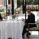 Трамп и Макрон на приватниот ручек се согласиле за некои важни теми, најмногу за вината