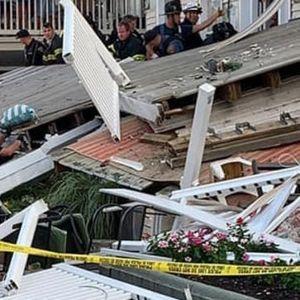 Пожарникари и нивните деца настрадаа на забава- Им се урнала терасата на глава
