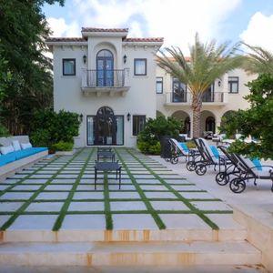 Погледнете како изгледа островот за богати и славни во Мајами