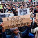 Во Париз се одржа марш против исламофобијата, поради обид за палење џамија