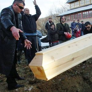 Бизарно : Во Србија се одржа Гробаријада