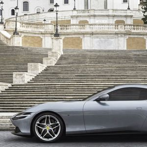 """Ферари ја промовираше носталгичната ,,Рома"""" (ВИДЕО)"""