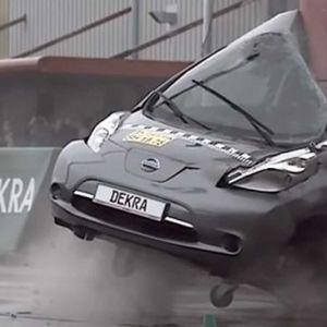 Што останува од автомобил при удар со брзина од 75км/час