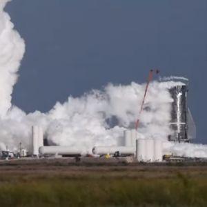 Прототипот на вселенскиот брод на SpaceX експлодира додека го тестирале