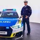 Пристигнува атрактивен полициски Ауди , вози до 300 км/час
