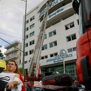 Се запали луксузен хотел во Атина – Десетина повредени