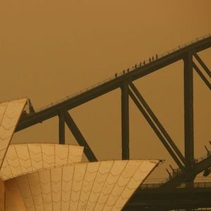 Паника во Австралија: Пожарот близу Сиднеј не може да се изгасне!