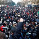 Французите шести ден штрајкуваат против пензиските реформи (ВИДЕО)