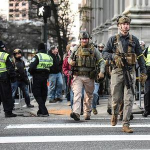 Илјадници Американци протестираа под полно вооружување