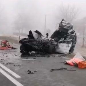 Видео - Фото: Стравична сообраќајка на Ибарска магистрала, загинаа двајца браќа, мајката тешко повредена!!