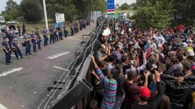 Мигранти пробиле ограда на српско-унгарската граница во обид да влезат на унгарска територија