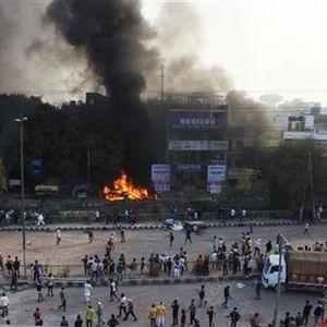 Нови судири во Њу Делхи меѓу Индусите и муслиманите, 13 загинати