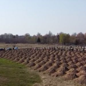 Градски власти во Украина ископале 600 нови гробови за да ги исплашат луѓето и да седат дома