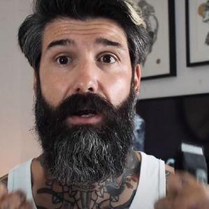 Се избричил за прв пат после 10 години и ја шокирал неговата сопруга која никогаш не го видела без брада