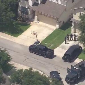 Цело семејство пронајдено мртво во автомобил во гаража во Тексас