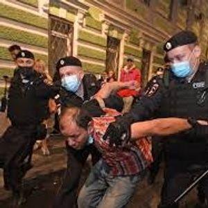 Најмалку петмина уапсени пред белоруската амбасада во Москва