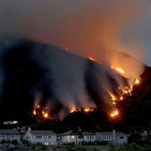 Огромен пожар во Калифорнија ,евакуација во близина на Лос Анџелес