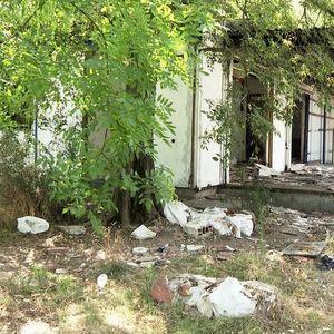 Изгорените бараки на Заводот за урбанизам претворени во јавни тоалети