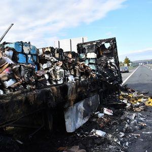 Во Хрватска изгоре камион полн со чоколадо