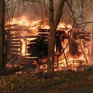 Големи пожари беснеат во Украина,деветмина загинати