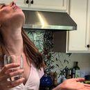 Научниците откриле дека течностите за плакнење на устата и носот ја уништуваат короната