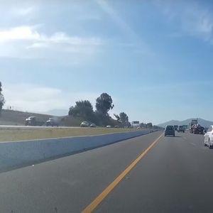 Возач на БМВ менува ленти, па заврши во ограда (ВИДЕО)