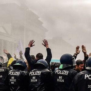 Масовни протести во Берлин, поради зголемените овластувања на владата (ВИДЕО)