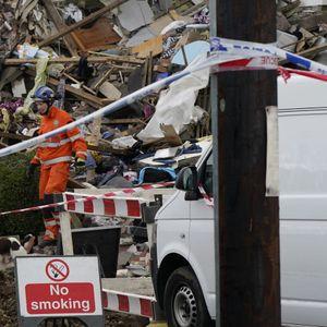 Дете загина, четворица се повредени во голема експлозија на гас во Британија (ВИДЕО)