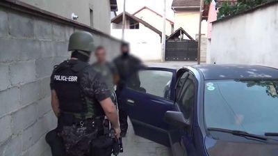 Голема полициска акција во Скопје:12 уапсени за оружје и дрога, меѓу нив и полицаец