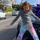 Бизнисменка и подари луксузен Мерцедес на својата 9-годишна ќерка