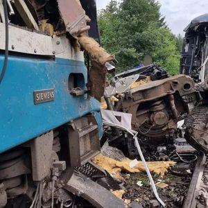 Најмалку тројца загинати во судар на возови во Чешка, осуммина тешко повредени