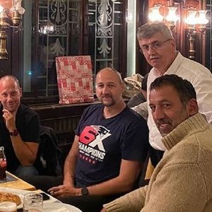 Раѓа и Дивац се опуштија во кафеана во Скадарлија и заедно запеаја во чест на Ивковиќ