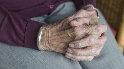 Научниците случајно откриле како да се спречи стареењето и биолошкиот часовник да се врати назад