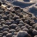 Илјадници ледени јајца прекрија плажа во Финска