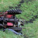 Малолетник тешко повреден при пад од трактор