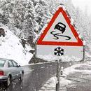 Состојба на патиштата низ Македонија: Еве каде вее снег, а каде има магла и одрони