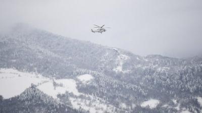 На барање на жителите од отсечените села во Скопска Црна Гора, со хеликоптер им се доставени прехранбени и материјални средства