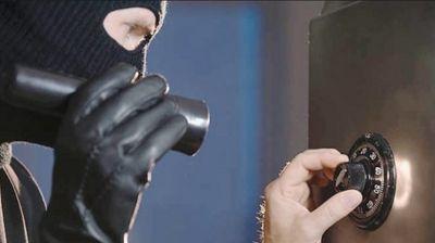 Приведени криминалци: Ограбиле менувачница, а потоа еден од нив претепал полицаец