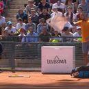 Контроверзниот тенисер кој фрли столче на теренот се извини, но веќе е доцна (ВИДЕО)