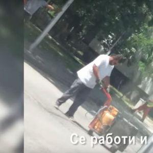 ВИДЕО: Скопје гори- работници асфалтираат и работат со плински боци на +31 степен