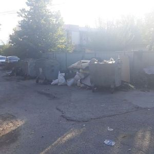 Бутел е претворен во голема депонија