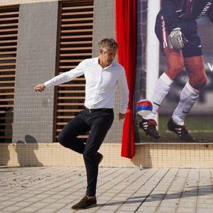 Кинески клуб го именуваше стадионот по Ван дер Сар