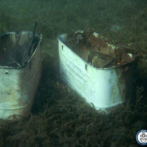Од Охридско Езеро извадени и две метални казанчиња за тоалет од Југословенско производство