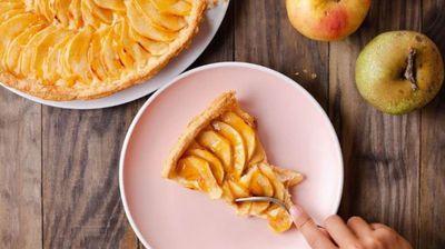 Мек и миризлив колач со јаболка и мед